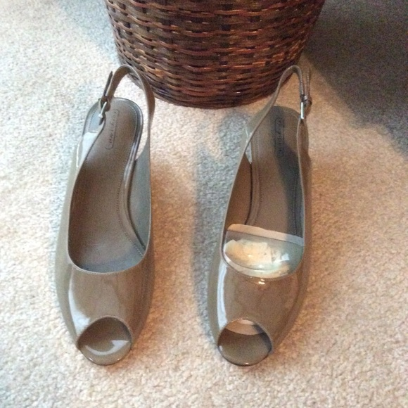 b66ac9a75d2 Women s easy spirit wedge sandals size 9 NWT